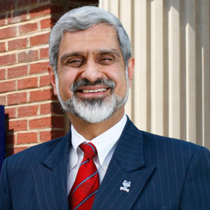 Dr. Behruze Sethna receives Chancellor's gold award