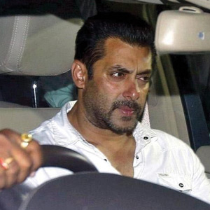 Salman Khan acquitted, breaks down in court