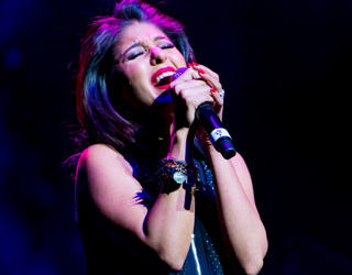 Sunidhi Chauhan Rocks at  Cancer Awareness Fundraiser by GAPI/AAPI