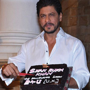 SRK turns 50, Salman drops in at midnight to wish him