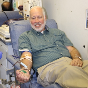 Norcross Mayor gives blood at Muslims for Life event