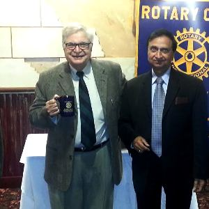 Mohan Kapur presents lively talk to Rotarians on success