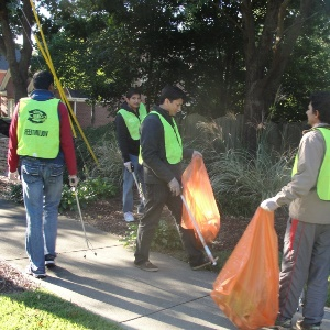 Sewa Day 2014: Atlanta volunteers clean a road in Cobb County