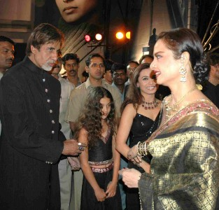 Amitabh greets Rekha after 33 years!