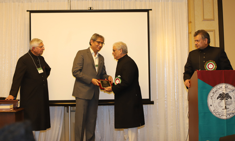 09_19_AT-Aligarh-Conv-Kumar_award.jpg