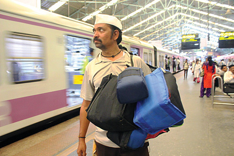 09_19_CvrStory-dabbawala-on-the-go.jpg