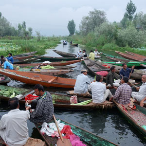 11_18_Travel_FloatingMarket.jpg