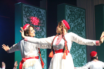 08_17_AT-AgaKhan_dancers.jpg