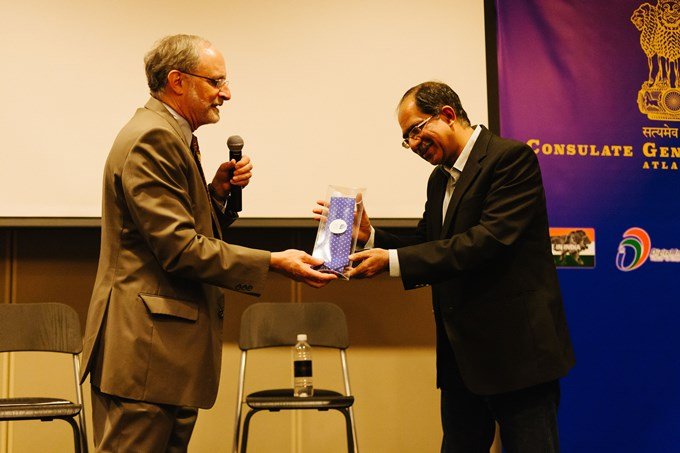 Consulate_ presenting Sharad Sharma with a tie680.jpg
