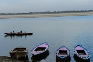 02_14-Travel-Banaras-BoatsAtGhats.jpg