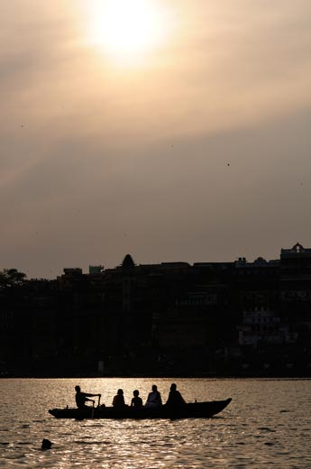 02_14-Travel-Banaras-SunsetAtGhats.jpg