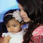 Aaradhya Bachchan steals the show on mom's birthday