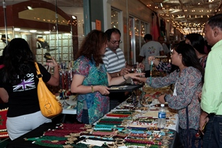 GlobalMela_Jewelry Vendor and Shopping_320.jpg